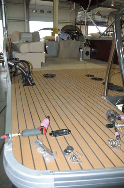 what lies beneath part 2 the assembly process pontoon deck boat rh pdbmagazine com