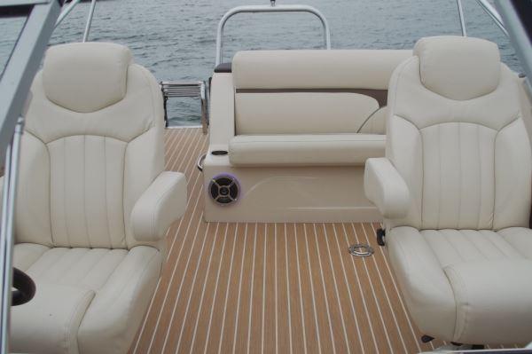 Crest 250 Continental | Pontoon & Deck Boat Magazine