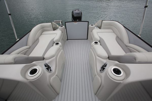 Throughout The Boat Is A Solid Faux Grey Teak Weave Vinyl Flooring That Not  Only Looks Attractive, But Is Also Easier To Clean And Maintain.