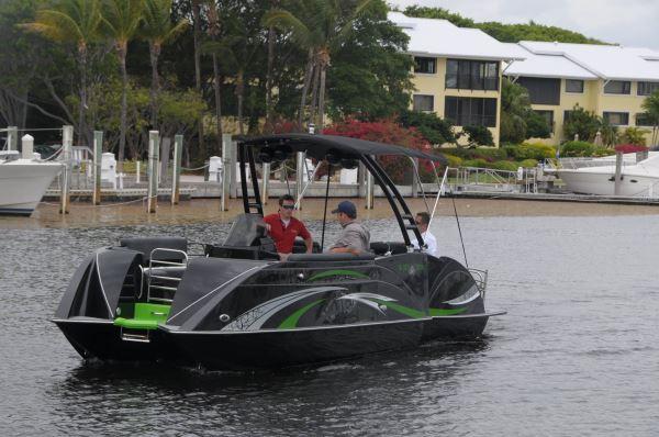 Caravelle Razor E Toon Pontoon Amp Deck Boat Magazine