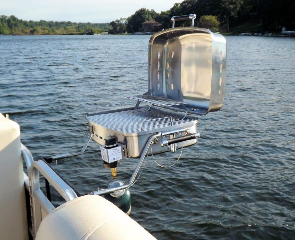 Grilling On The Go Land Amp Lake Grill For Pontoons